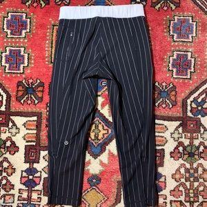 Lululemon Black Pinstripe Crop Legging/Pant zipper